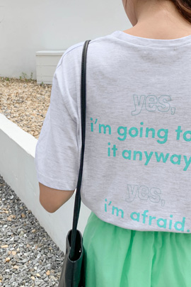 yesレタリングTシャツ