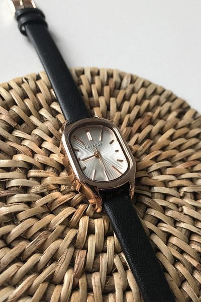 ラウンドゴールデン腕時計
