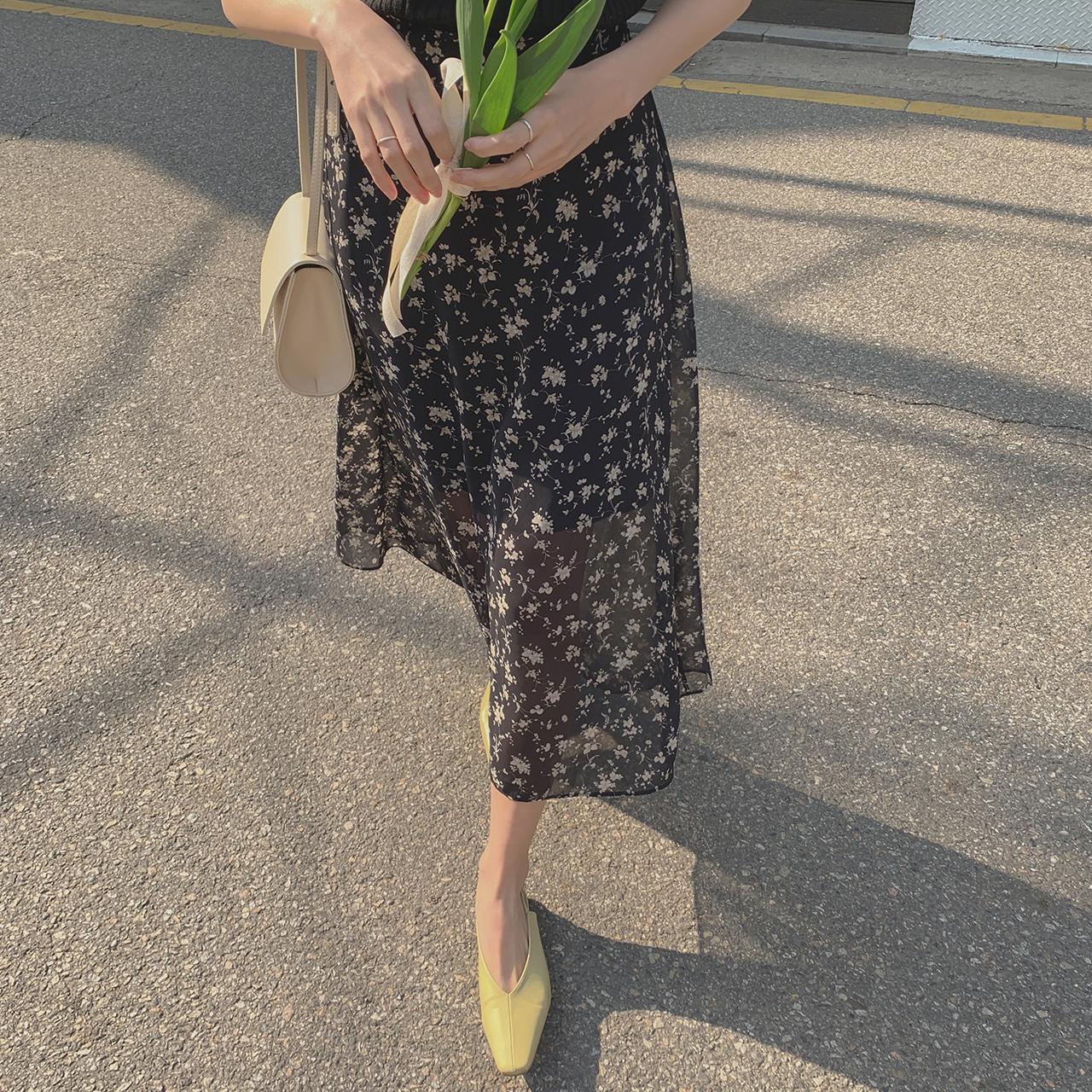 裏ゴム花柄スカート