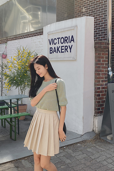 Natural pleated skirt