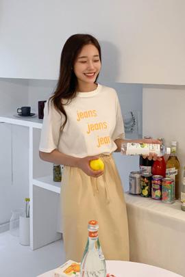 シンプルレタリングTシャツ